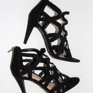 New Kelly & Katie Black Talinia Sandals Size 7